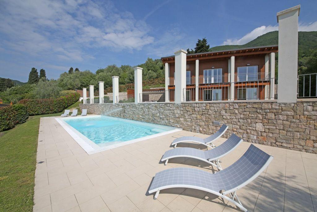 Lussuosa Villa Con Vista Lago Mozzafiato In Zona Collinare Di Gardone Riviera